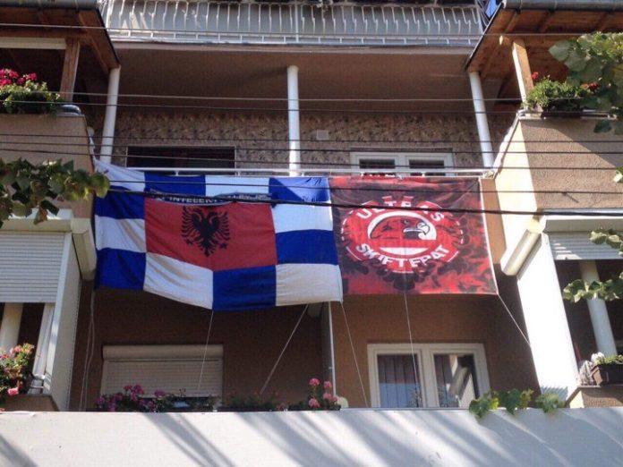 Familja nga Gjilani ndahet në dysh para derbit (FOTO)